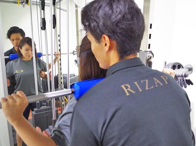 ライザップ・シンガポール専属トレーナーによるマンツーマン指導